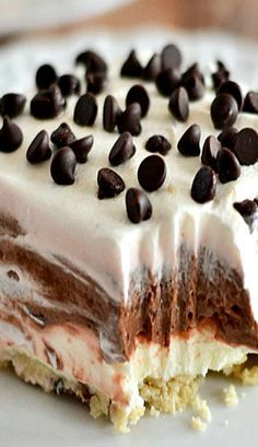 Chocolate Lush Recipe ~ Chocolate, cream cheese, Cool Whip, and pecans are the perfect combination in this easy to make Chocolate Lush. I put crushed pecans on top instead of chocolate chips. Dessert Parfait, Dessert Dips, Dessert Recipes, Cake Recipes, Recipes Dinner, Chocolate Lush Recipe, Chocolate Desserts, Chocolate Pudding, Chocolate Lasagna