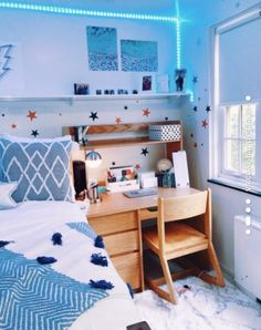 See more of a-happy-place's VSCO. Cute Room Decor, Teen Room Decor, Dorm Room Designs, Bedroom Designs, Room Ideas Bedroom, Bedroom Inspo, Girls Bedroom, Aesthetic Room Decor, Cozy Room