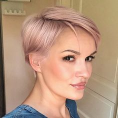 On the off chance that you've been thinking about a pixie cut—consider this your definitive wellspring of motivation. From exemplary symbols to current Pixie Cut Damen, Pixie Cut Kurz, Pixie Cut Blond, Pixie Bob, Pixie Cuts, Hairstyles Haircuts, Summer Hairstyles, Short Hair Cuts For Women, Short Hair Styles