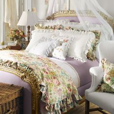This bedding is SO Pretty ...I love it <3