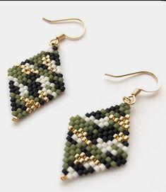 Bead Jewellery, Jewelery, Triangle Earrings, Drop Earrings, Brick Stitch Earrings, Crochet Earrings, Jewelry Design, Crafting, Design Ideas