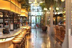 O restaurante El Nacional, em Barcelona, tem 2600 m² e muitas opções deliciosas - isso sem contar com o décor caprichado! Descubra mais sobre ele no site da Casa Vogue