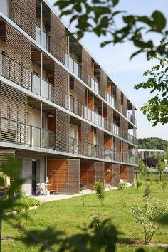 Le Domaine d'Hélios, à Amiens - Architecte : Agence Coldefy & Associés (© X.Mouton - 2013) gevel hout lamellen screen scherm terrassen appartementen zorg
