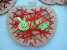 Apple with a worm string art made with cardboard. Apple Activities, Craft Activities For Kids, Preschool Crafts, Projects For Kids, Diy For Kids, Crafts For Kids, Fall Arts And Crafts, Autumn Crafts, Diy And Crafts