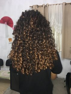 3b Curly Hair, Layered Curly Hair, Curly Girl, Selfies, Spiral Curls, Natural Hair Styles, Long Hair Styles, Real Beauty, Curled Hairstyles