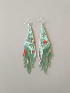 beaded earrings making Bead Jewellery, Seed Bead Jewelry, Seed Bead Earrings, Diy Earrings, Beaded Jewelry, Hoop Earrings, Fringe Earrings, Beaded Earrings Patterns, Seed Bead Patterns