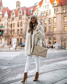 As effortless as layering seems, a few misplaced pieces can result in a stuffy outfit. Here's how to make heavy winter layers look chic. Trendy Fall Outfits, Winter Fashion Outfits, Fall Winter Outfits, Look Fashion, Autumn Winter Fashion, Casual Outfits, Womens Fashion, Fashion Trends, Diy Fashion