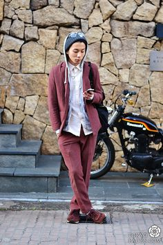 "New japanese street fashion been published on http://www.tokyofaces.com/2014/03/04/washed-out-crimson/ ""Washed-Out Crimson Name: Kousei Suits: Main Viem Shoes: New Balance Shirt: Main Viem Sweats: Uniqlo Accessories: John Lawrence Sullivan "" . Visit..."