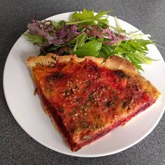 So delicious and full of colour #lunch with grated #carrots and #beetroot quiche served with #organic #salad  #vegetable #vegatarianfood #quickbite @towergreenhamlets #vegetarian