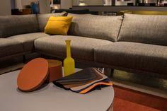 In onze sfeervolle showroom vindt u een collectie #designmeubels die uniek is voor de regio Arnhem, Doetinchem en Nijmegen. Twee verdiepingen met de mooiste #meubelen van diverse topmerken. We hebben een ruim aanbod aan meubelen van #Leolux, #BertPlantagie en #DesignonStock. Verder bevat onze collectie onder meer #designklassiekers van #Artifort en #Gelderland, jong #design van #Pode en #Hay en de herkenbare meubelen van #Harvink en #Arco.