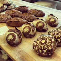 Pascual Merhod breads by Josep Pascual Bread Art, Pan Bread, Quick Bread, How To Make Bread, Pain Au Levain, Bread Shaping, Our Daily Bread, Sourdough Bread, Yeast Bread