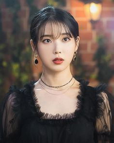 [Drama Hotel Del Luna, 호텔 델루나 - Page 7 - k-dramas & movies - Soompi Forums Iu Twitter, Iu Hair, Luna Fashion, Korean Actresses, Korean Actors, Other Outfits, Sweet Style, Black Crystals, Korean Beauty