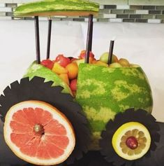 Tractor Fruit Salad for a John Deere birthday party Barnyard Party, Farm Party, Tractor Party Ideas, Tractor Party Foods, Dessert Original, Farm Animal Birthday, Cowboy Birthday, Baby Shower Cakes For Boys, Boy Birthday Parties