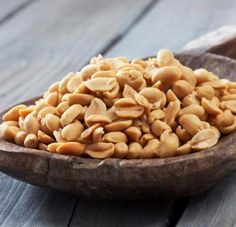Women Eat As Much Peanut – Prevents Serious Diseases