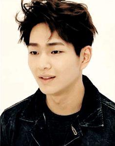 I love Jinki's smile! He's so endearing. <3 Onew SHINee leader-nim!