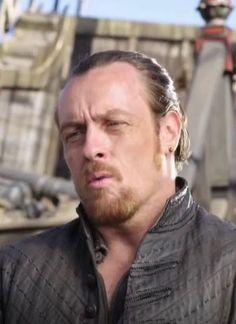 TOBY STEPHEND, Capitaine Flint dans la série Black Sails