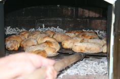 Pão com Chouriço em Forno a Lenha