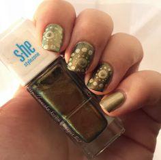 swirl dots green nails
