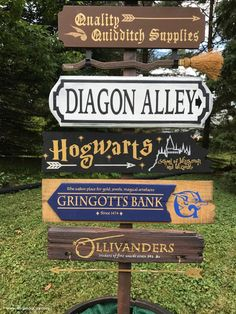 Harry Potter DIY Harry Potter Directional Sign for a Wedding Reception - I created an tall DIY Harry Potter Directional Sign for a friends wedding. The sign features over 10 locations in the Harry Potter world! Harry Potter Poster, Cumpleaños Harry Potter, Harry Potter Bedroom, Harry Potter Halloween, Harry Potter Wedding, Harry Potter Christmas, Harry Potter Houses, Harry Potter Birthday, Harry Potter Canvas