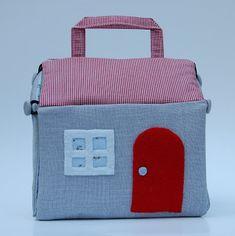 Fabric dollhouse tutorial from U.K. Lass in U.S.