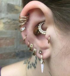 Jewelry OFF! how to wear tragus piercing earrings inspiration idea Jewelry Nickel F – ONDAISY Tragus Piercings, Percing Tragus, Ear Jewelry, Body Jewelry, Tragus Jewelry, Jewellery, Piercings Industrial, Tatuajes Tattoos, Ear Piercings
