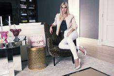 Oi, gente Vim mostrar mais um look para vocês… Quinta-feirapassada foi super corrido, por causa do #secretproject da La Rouge e preparação para minha viagem… Tive um almoço equeria um look confortável e arrumadinho… Escolhi meu casaquinho rosa e a calça branca da Fillity, combinação que adoro! Para completar o look, bolsa Chanel e scarpin […]