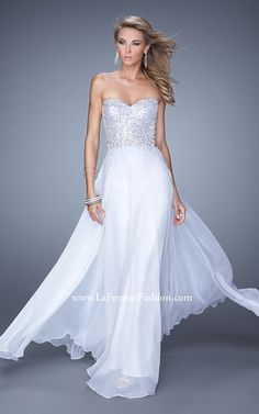 You will look nothing short of a flawless angel in La Femme 20985 prom dress. Strapless, with a totally glitzy top that is fitted through the ribcage, this look has a chiffon skirt made of multiple layers of fabric! Prom Dresses 2015, Formal Evening Dresses, Evening Gowns, Dress Formal, Long Dresses, Elegant Dresses, Party Dresses, Dresser, High Fashion Dresses