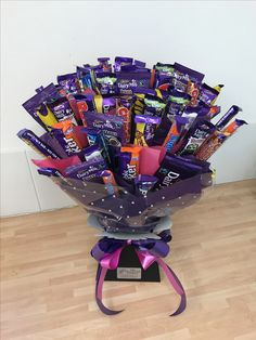 Cadbury Heaven this huge chocolate bouquet was made using branded bars such as dairy milk caramel fudge flake and crunchie to name but a few A fabulous alternative to a traditional floral gift Cadbury Dairy Milk, New Dairy Milk Chocolate, Dairy Milk Caramel, I Love Chocolate, Chocolate Gifts, Chocolate Lovers, Cadbury Chocolate, Chocolate Quotes, Candy Bouquet Diy