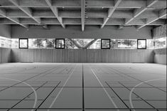 Interno della palestra di Chiasso (Foto: Marcelo Villada Ortiz) Auditorium, Elementary Schools, Garage Doors, Shed, Indoor, Architecture, Outdoor Decor, Modern, Projects