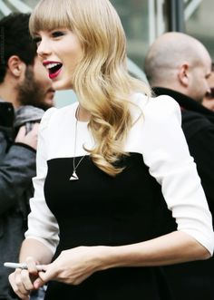 How celebrities know they have perfect white smile and good teeth? Explore here to find out-how Taylor Swift get this.