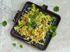 Varhaiskaali kypsyy muutamassa minuutissa esimerkiksi makkaran kylkeen. Chickpea Salad Recipes, Healthy Salad Recipes, Raw Food Recipes, Vegetarian Recipes, Healthy Food, Vegan Comfort Food, Fast Dinners, Healthy Chicken, Pesto