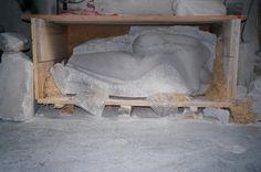 Nel 1987 si reca presso il Laboratorio Studio Nicoli a Carrara per apprendere le tecniche della lavorazione del marmo