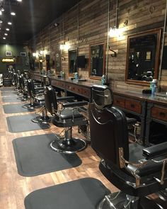Fresh Cuts Hair Studio is a Barber Shop where we have Men's Hair Salon who will provide you with good Services at Vaughan. Barber Shop Interior, Barber Shop Decor, Beauty Salon Interior, Beauty Salons, Design Salon, Salon Interior Design, Design Design, Cafe Design, Barber Shop Equipment