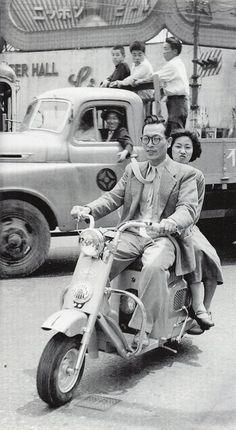 昭和スポット巡り on Twitter 昭和28年 スクーターの二人乗り流行