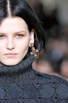 I've been doing this for the last couple months! 15 Accessory Trends To Update Your Look #refinery29