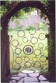 Bubble iron gate