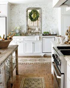 "334 Likes, 4 Comments - Leslie May Designs (@lesliemaydesigns) on Instagram: ""Decking the halls! Design by @lisalubyryan #inspiration #holidaydecor #kitchen #deckthehalls…"""