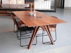 Bamboe eettafel, design en realisatie: Bob Wielaard Vormgeving.