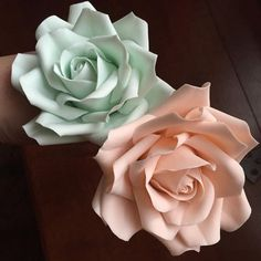 Playing around with colour combinations today, I've been making roses as you can tell.
