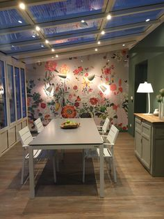 Discover recipes, home ideas, style inspiration and other ideas to try. Extension Veranda, Glass Extension, Veranda Magazine, Small Terrace, House Extensions, Cottage Design, Interior Design Kitchen, Home Projects, Sweet Home