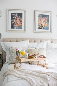 Last minute Mothers Day gift - breakfast in bed is the best Mother's Day gift because it's thoughtful yet affordable! Click through for more on this inexpensive Mother's Day gift and for tips on how to assemble the perfect breakfast in bed. #ad #hallmarkatwalgreens