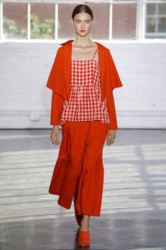 See all the Collection photos from Creatures Of Comfort Spring/Summer 2017 Ready-To-Wear now on British Vogue Ny Fashion Week, Fashion 2017, Fashion Show, Monochrome Fashion, Rock, Fashion Prints, Spring Summer Fashion, Lady In Red, Yorkie
