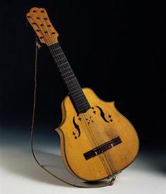 Laud Tenor de dos picos, instrumentos que se exhibe en la Fundación Joaquín  Díaz  Museo de Instrumentos de URUEÑA
