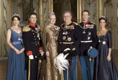 De Deense koninklijke familie. V.l.n.r.: kroonprinses Mary, kroonprins Frederik, koningin Margrethe, prins Henrik, prins Joachim en prinses Marie. Foto EPA