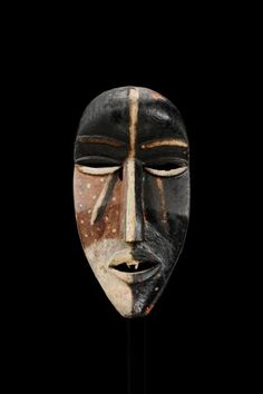 mask Materials wood, pigment Place of collecting Democratic Republic of the Congo > Bas-Congo > Mayombe Acquisition related person Rev. Father Leo Bittremieux (°1880 - †1946), as donor Date of acquisition 1933-09-16 Dimensions 45,5 cm x 23 cm