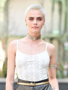 Cara Delevingne also shaved her head for a movie role in early She went completely bald for the movie 'Life In A Year', in which she plays a cancer-stricken woman with only one year left to live. Shaved Head Women, Girls With Shaved Heads, Bald Head Women, Buzz Cut Hairstyles, Medium Hairstyles, Wedding Hairstyles, Bald Women Fashion, Buzzed Hair Women, Cara Delevingne Hair
