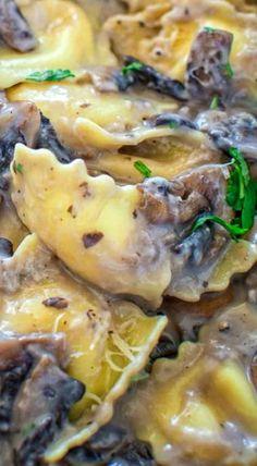 This Creamy Mushroom Ravioli make a quick and hearty vegetarian dinner. Ready in less then 30 minutes! Homemade Ravioli, Ravioli Recipe, Pasta Recipes, Cooking Recipes, Noodle Recipes, Easy Cooking, Rice Recipes, Veggie Recipes, Dinner Recipes
