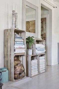 Caixotes de madeira na decoração - Reciclagem 1 Pallet Furniture, Furniture Making, Furniture Ideas, Crate Storage, Storage Ideas, Pallet Storage, Interior Decorating, Interior Design, Home And Deco