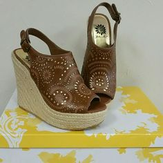 """Yellow Box Wedges - Size 6 Brown wedge sandles perfect for summer! Small cutouts reveal gold color underneath.  4 1/2"""" wedge heel w/ 1"""" platform on front. Very little wear on heels from driving. Wore 1 time, very good condition. Yellow Box Shoes Wedges"""