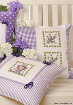 Cross Stitch on pillows Small Pillows, Decorative Pillows, Bed Pillows, Cushion Covers, Pillow Covers, Sewing Crafts, Sewing Projects, Cross Stitch Pillow, Patchwork Cushion